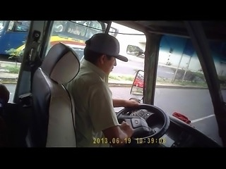 Tetas grandes en el bus