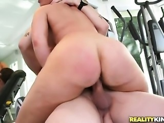 Bella Reese with giant melons and trimmed cunt has fire in her eyes while blowing mans erect meat stick