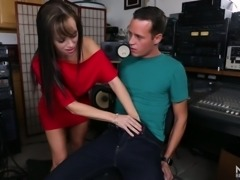 Lovely redhead white chick feels horny for an obsesssed musician