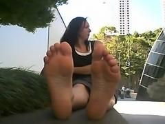 Enormous legs, big damsel
