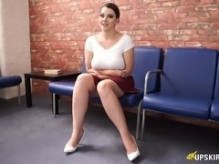 Curvaceous white sexy babe in red skirt and white tops flashes upskirt