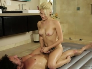 Hope Harper does sexy things with her guy in a bathtub and gets banged