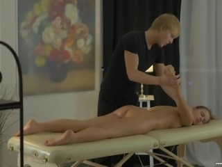 Horny masseur is curious about stunning Emma Brown's pussy