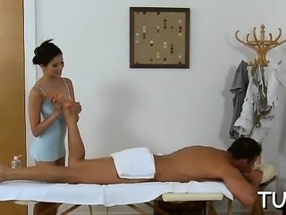 Sexy masseur enjos pleasing her stud with a blowjob