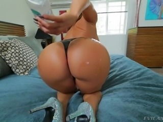 Richelle knows that men all over appreciate a big, juicy ass on a sexy woman with a magical mouth. She knows there are blowjobs, handjobs, and even footjobs, but she brings the ass into play in an exciting way. Watch her work!