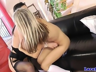 Mature brit fingered and spanked by euro les