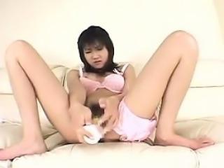 Beautiful Oriental teen milks a dick with her luscious lips