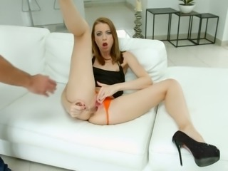 Leyla Peachbloom drills her ass with her ribbed glass dildo before sex