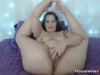 BBW cougar with a phat ass is fucking her wet kitty with her big dildo
