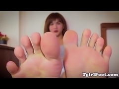 Feet loving ladyboy curling her cute toes