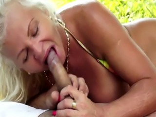 Chubby gilf screwed by her lover outdoors