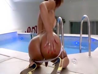 TS Babe Gabrielli Bianco Masturbates In A Pool