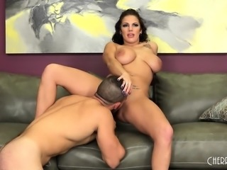 Busty Lylith LaVey Loves Showing Her Skills LIVE