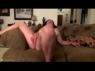 Gorgeous sex amateur from amateurfuckdate.com chilling on sex meetup