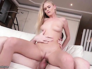 Blonde spends time playing with herself