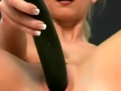 Wicked amateur babe spreads legs and stretches slippery pussy in cool