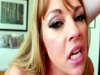 Facialized cougar sucking