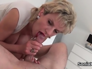 Unfaithful english mature lady sonia shows her heavy boobies