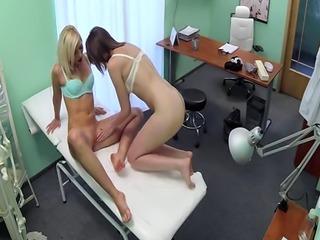 Nurse pussylicking doctors patient