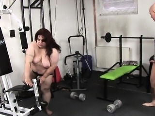 Fit stud bangs BBW brunette whore after a gym workout