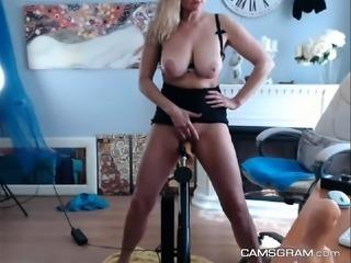 Magnificent Milf Chick Makes Herself Orgasm Hard