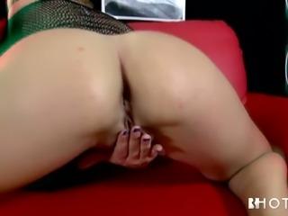 Bianca Casanova is a queen of seduction and she masturbates like a pro