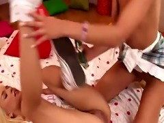Cindy and Blue pleasure their juicy muffs