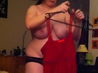 Amateur chubby expose her big tits