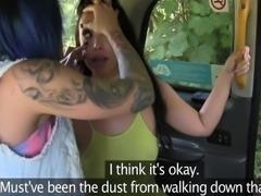 Crazi lesbo taxi driver suck clit