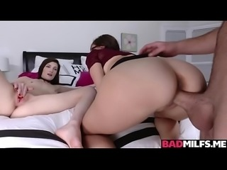 MILF Alana Cruise teaches Nina Nirvana how to fuck