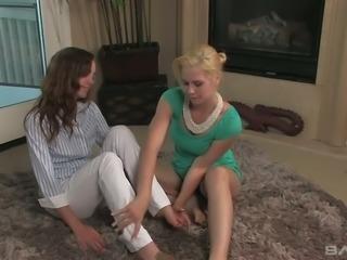 Tara Lynn Foxx licks her friend's sweet pussy and she is enjoying it
