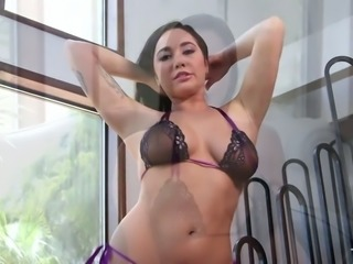 Karlee Grey is totally focused on giving her BF some upper tier fellatio