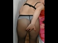 Cum on my ass you pantyhose lovers!