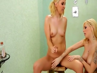 Sexy blonde Jana Jordan takes care of her new friend Aaliyah Love'