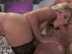 Hot ass babe get bed hardcore in a close up shoot