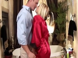 Nasty blonde masseuse gives blowjob during bath