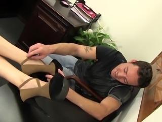 WANKZ- Vanessa Cage Seduces Delivery Man