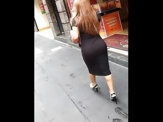 Culona Entallada En Vestido Negro