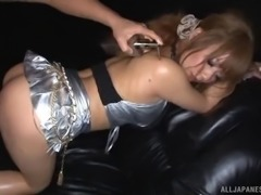 Light-haired Japanese bomb covered with oil gives a hot handjob