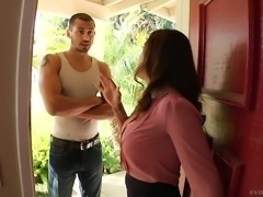Hot MILF Francesca Le goes on the prowl for young men on her lunch breaks