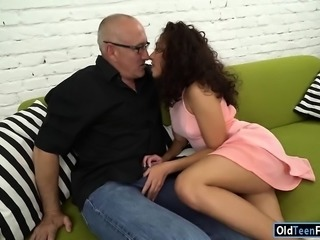 Sitter Melody Petit shows all her skills to her new old boss