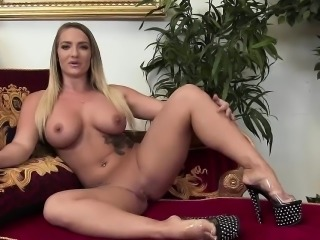 Blonde Vanessa Cage sucks a giant dick