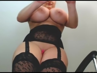 SquirtHugeBoobs CamModel MakesEvery thingWet
