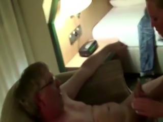 Opa fickt kleine Teen Stief-Enkelin auf Urlaubsreise