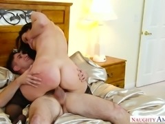 Stunning big bottomed brunette housewife gets twat licked before the ride