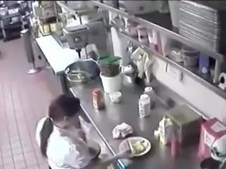 Einmal Fotzen-Hotdog, bitte! Guten Appetit!!!