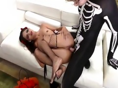 Big booty ebony maid first time Bitty Bopper Gets A Scare