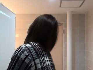 Kinky asian pees on cam