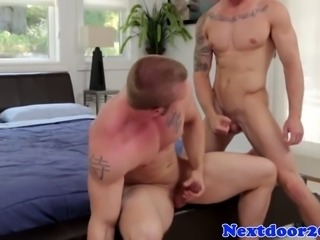 beautiful right guy blows his load on the muscular ass