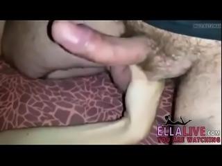 Massage de couilles - EllaLive.com